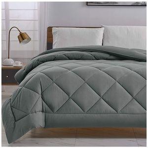 300GSM Plush Hypoallergenic Comforter Queen